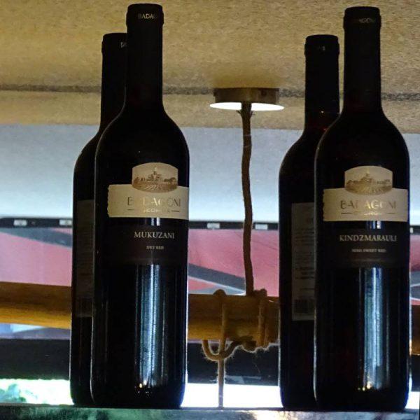 Wein aus Georgien im georgischen Restaurant Tamada in Köln: Rotwein und Weißwein, trocken oder lieblich