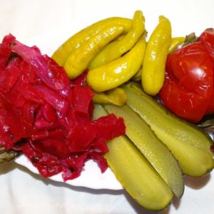 Mjawe Mix_ Sauer eingelegter Weißkohl, Tomaten und Gurken - Küche aus Georgien im Georgischen Restaurant Tamada in Köln