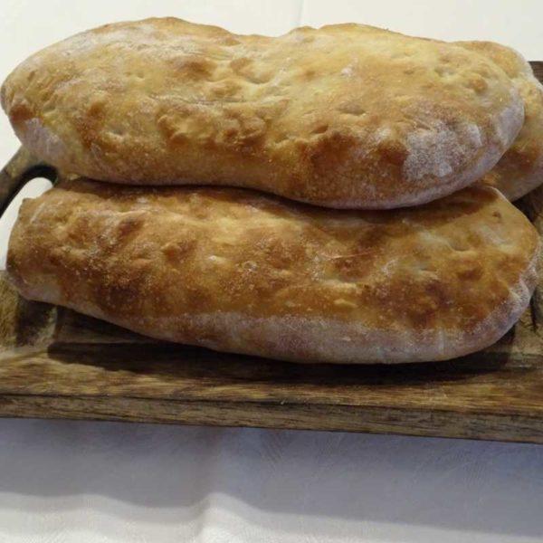 Selbst gebackenes georgisches Brot - Küche aus Georgien im Georgischen Restaurant Tamada in Köln