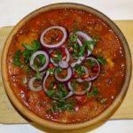 Tschaschuschuli: Kalbfleisch mit Gemüse in Tomatensauce - Küche aus Georgien im georgischen Restaurant Tamada in Köln