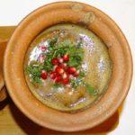 Lobio im Georgischen Restaurant Tamada in Köln: Rote Bohnen mit georgischer Gewürzmischung, im Tontopf gegart
